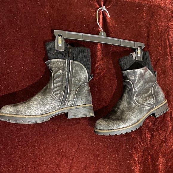 Muk Luks Silver/ Gray Sweater Boot Sz. 9